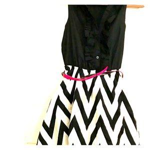 NWT Fun ✨ Blk &White striped geometrically!👗